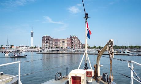 Bataviahaven gezien vanaf een boot