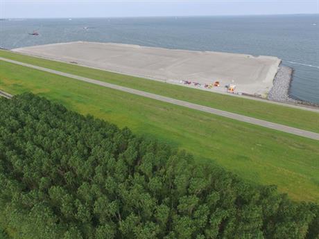 De bouwkuip van Flevokust Haven is gevuld met zand