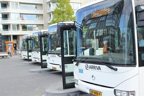 Bussen op station