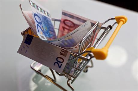 Winkelwagentje met briefgeld