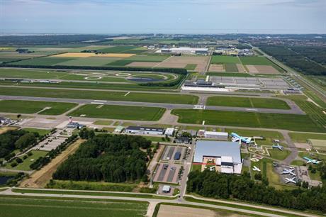 Lelystad Airport en omgeving van boven