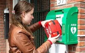 Vrouw bij AED